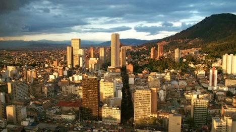 Bogotá en la encrucijada bajo la administración de Enrique Peñalosa, un encantador de serpientes.