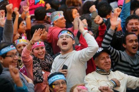 Seguidores del candidato presidencial Pedro Pablo Kuczynski le mostraron su apoyo en Lima el domingo. / Efe.