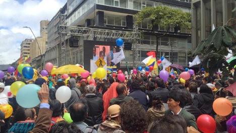 El pueblo celebró el jueves 23 la firma del acuerdo del cese al fuego. Foto: @DonkaAt