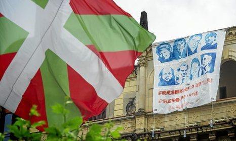 13-06-2016, Hernani. Pancarta en apoyo a los presos en huelga en Fresnes