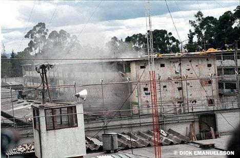 3 de julio de 2001: Los paramilitares que controlan la mayor cárcel de Colombia, La Modelo, hacen detonar un petardo en la entrada al pabellón donde se encuentran principalmente guerrilleros de las Farc y ELN. Durante 24 horas fueron asesinados aproximadamente 30 guerrilleros.