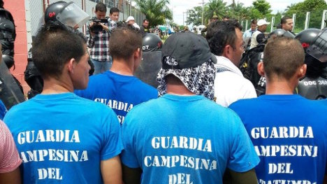 Plantón de las comunidades campesinas en reunión paralela a la MIA.