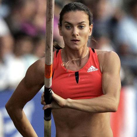 La atleta rusa Yelena Isinbáyeba, campeona mundial y olímpica de salto con pértiga.