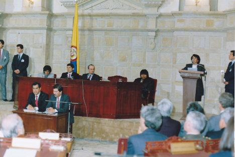 La Asamblea Nacional Constituyente de 1991 introdujo en la nueva Carta un ordenamiento económico y social de corte neoliberal. Interviene Aída Avella. Foto archivo.