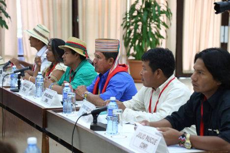 Campo 1 - Julio Cesar Pascue con voceros de organizaciones indigenas La Habana