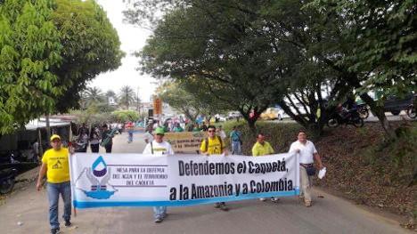 Miles de florencianos participaron de la movilización de este viernes en contra de las empresas petroleras.