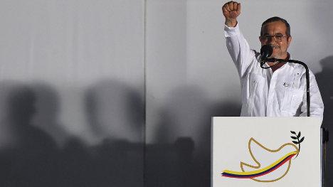 Timoleón Jiménez, al final de la lectura de sus palabras. Foto Hispan TV.