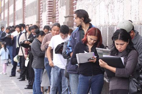 Desempleados en busca de oportunidades laborales.