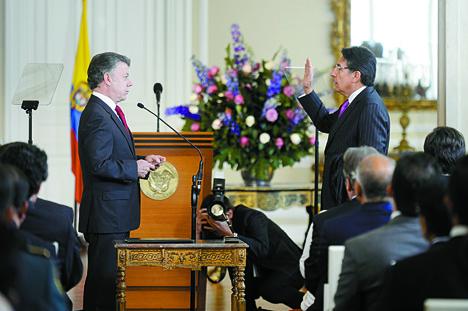 Ante el presidente Juan Manuel Santos se posesiona como Fiscal General de la Nación, Néstor Humberto Martínez Neira.