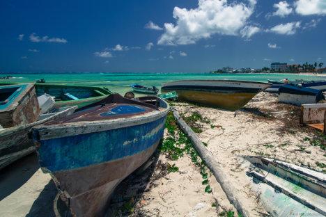 Botes abandonados en la isla de San Andrés. Foto Pablo González.