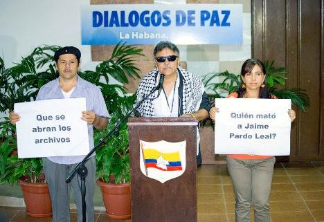 Delegación de las FARC reclama esclarecer crímenes del paramilitarismo.